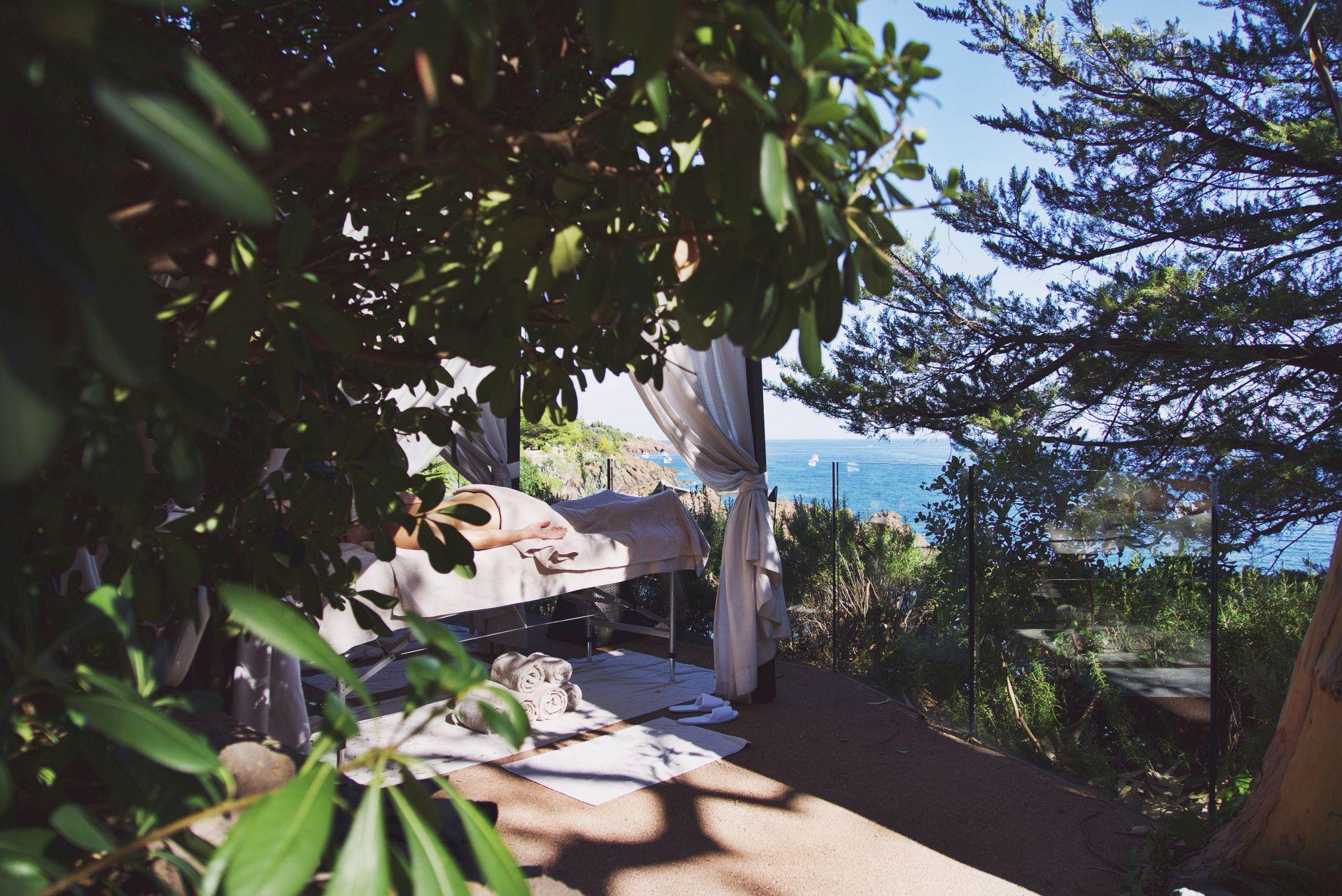 03-Tiara-Miramar-Beach-Hotel-Spa-Cote-dAzur-Disi-Couture-Edisa-Shahini-Cannes-France