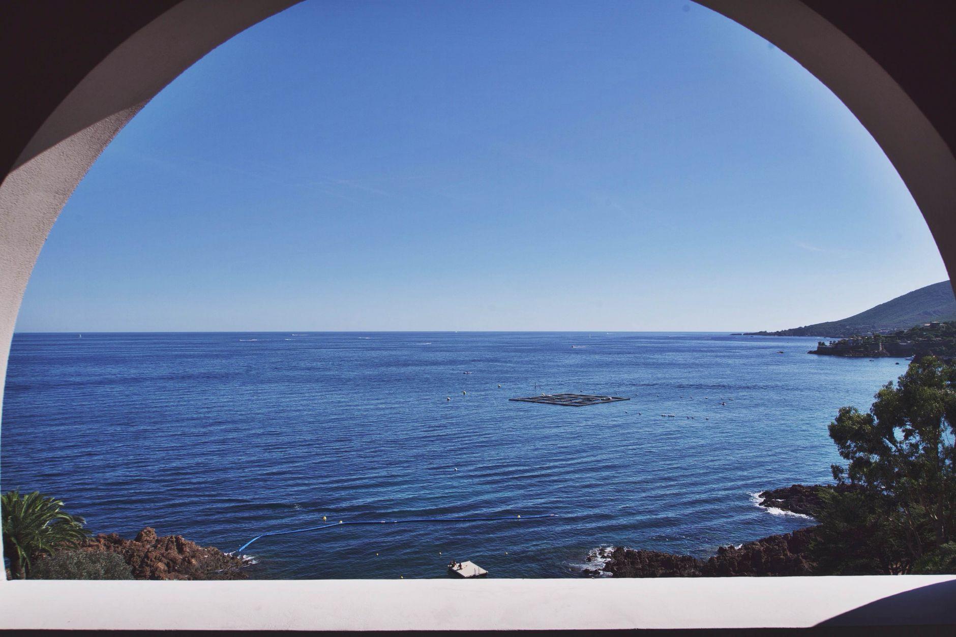 04-Tiara-Miramar-Beach-Hotel-Spa-Cote-dAzur-Disi-Couture-Edisa-Shahini-Cannes-France