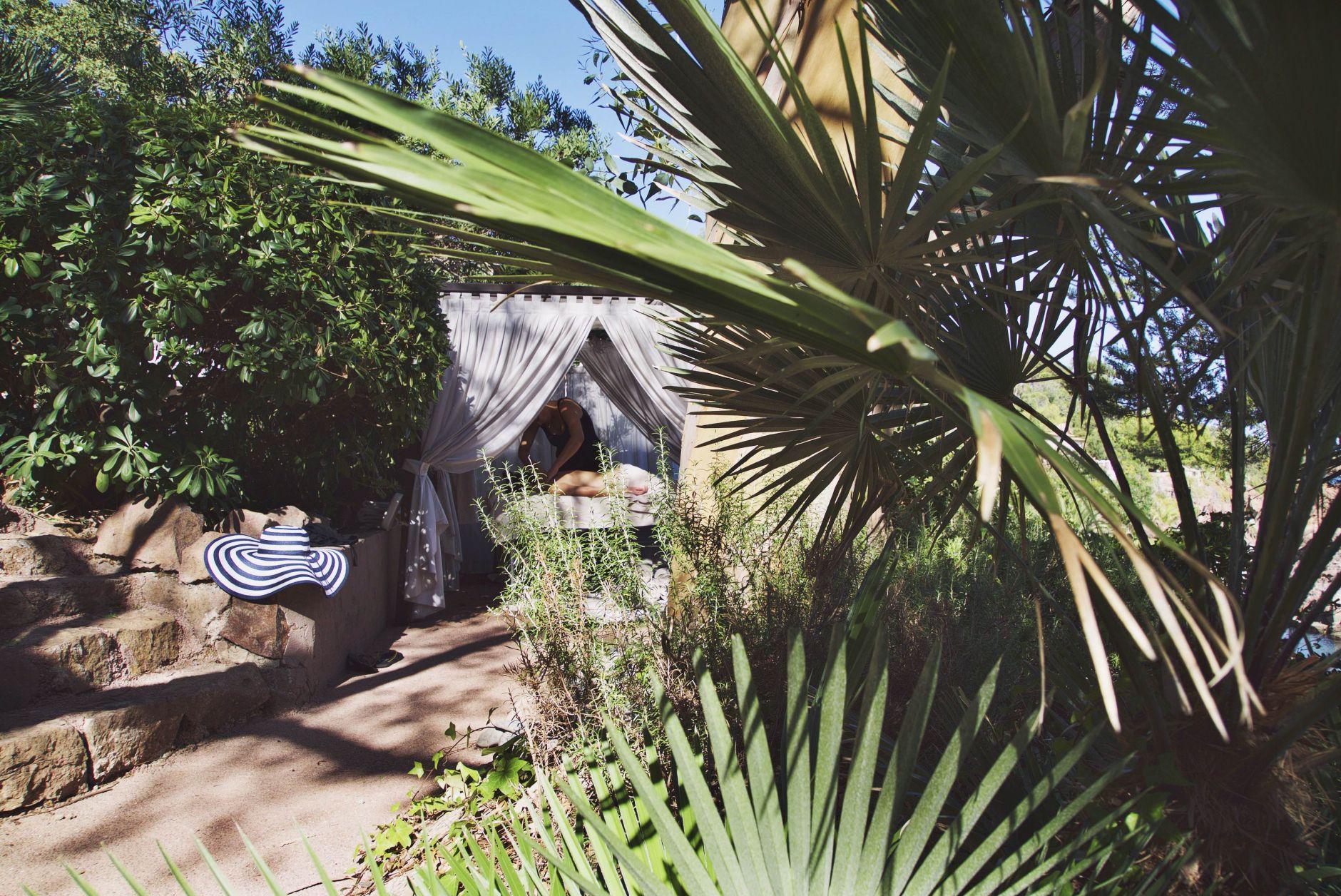 25-Tiara-Miramar-Beach-Hotel-Spa-Cote-dAzur-Disi-Couture-Edisa-Shahini-Cannes-France