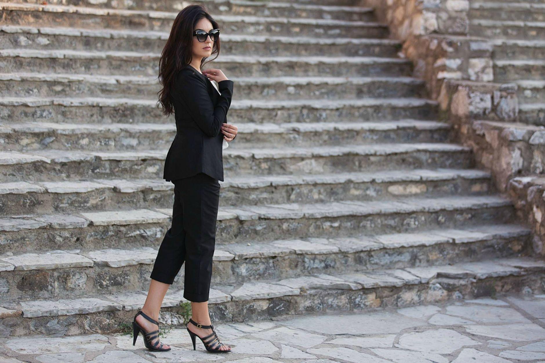 Black-Suit-Yllka-Brada-Besim-Mydyti-Edisa-Shahini-Prizren-Aug-2015-02