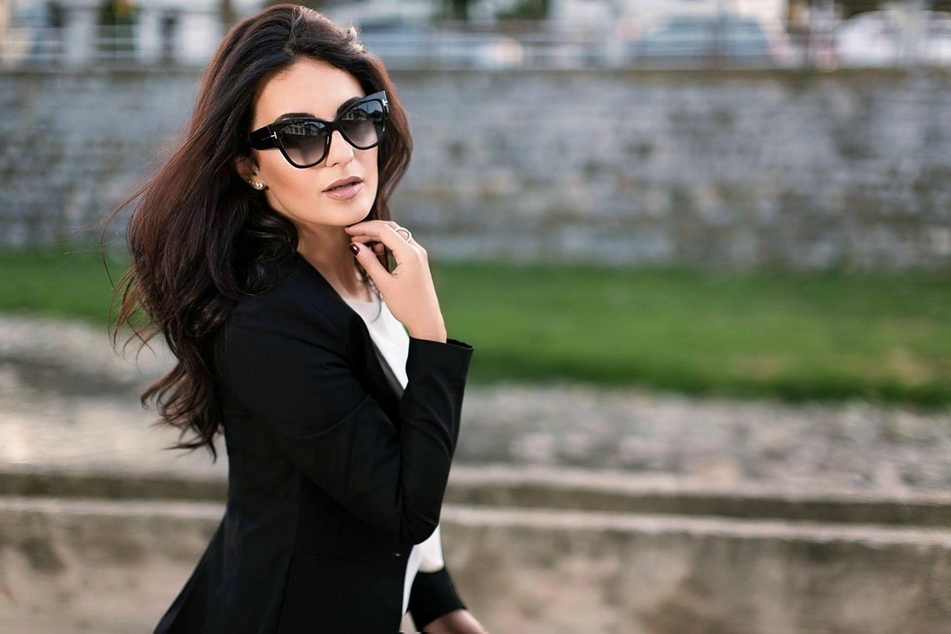 Black-Suit-Yllka-Brada-Besim-Mydyti-Edisa-Shahini-Prizren-Aug-2015-05