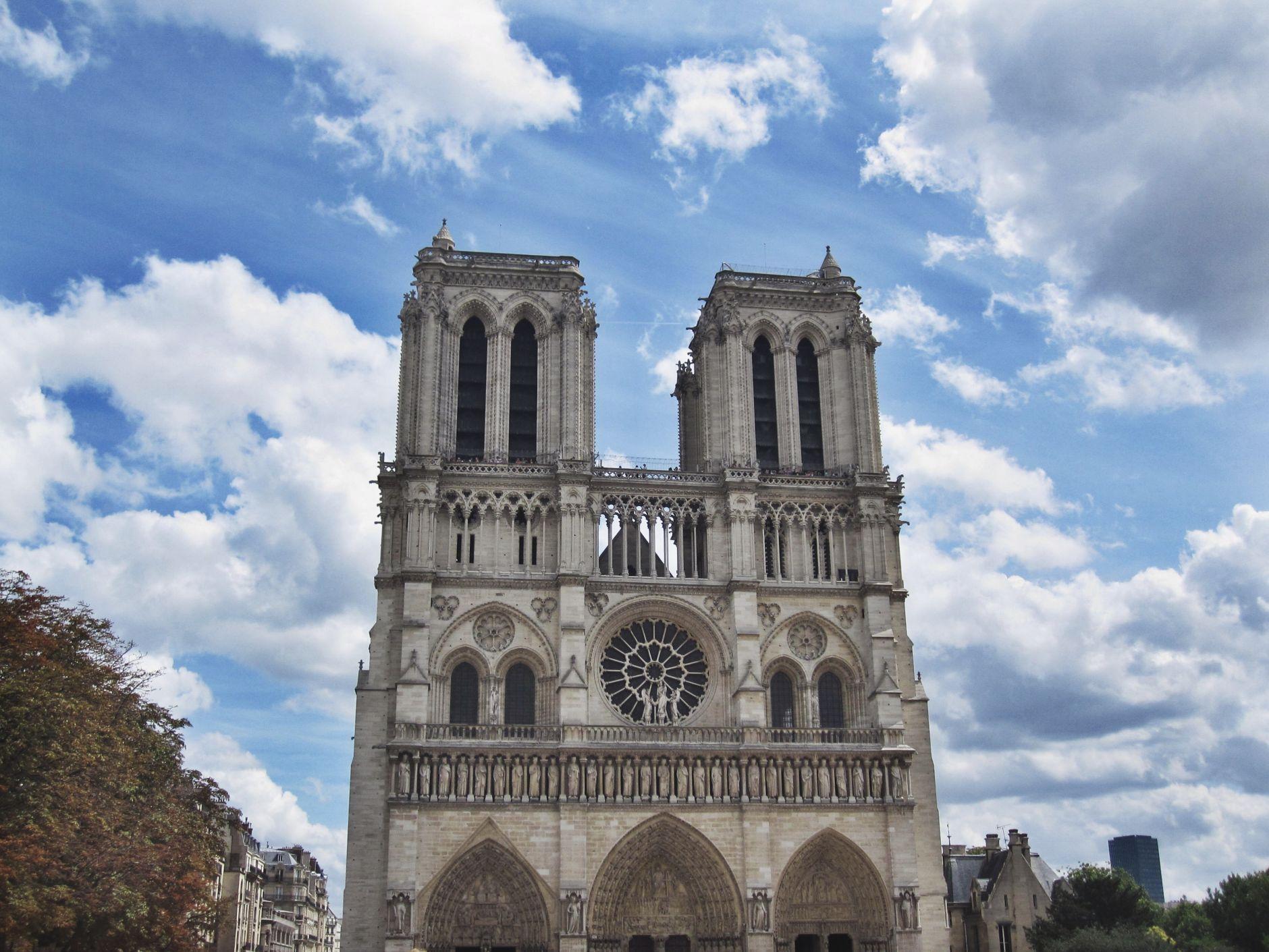 Cathédrale-Notre-Dame-de-Paris-France-Disi-Couture-01
