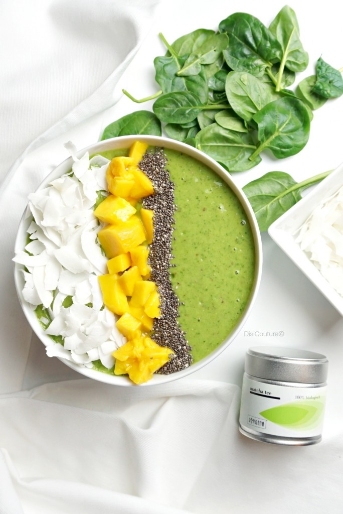 ENERGIZING-MATCHA-GREEN-TEA-SMOOTHIE-BOWL-RINGANA-MANGO-COCONUT-CHIA-SEEDS-SPINACH-01
