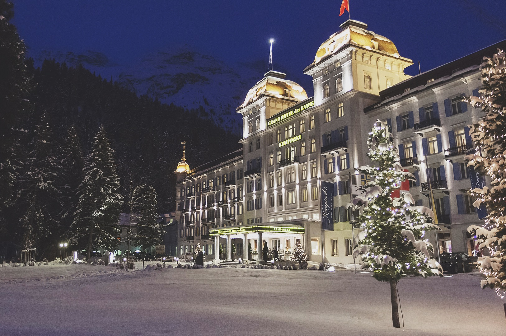 Kempinski-Grand-Hotel-des-Bains-St-Moritz-150-Engadin-Top-Of-The-World-Luxury-Season-Opening-Ski-2015-Disi-Couture-01