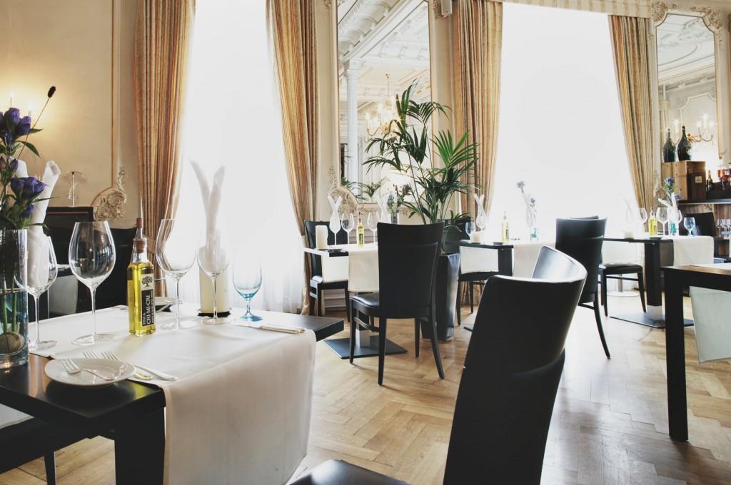 Kempinski-Grand-Hotel-des-Bains-St-Moritz-Lobby-Bar-150-Engadin-Top-Of-The-World-Luxury-Season-Opening-Ski-2015-Disi-Couture-03ß9991