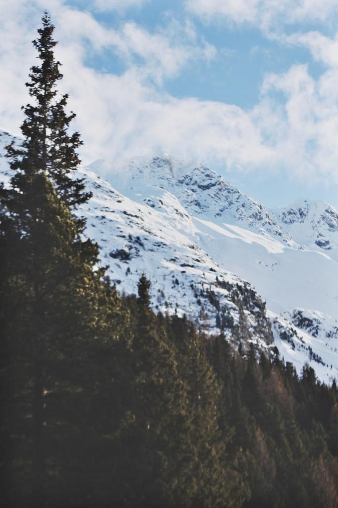 Kempinski-Grand-Hotel-des-Bains-St-Moritz-Lobby-Bar-150-Engadin-Top-Of-The-World-Luxury-Season-Opening-Ski-2015-Disi-Couture-03287372