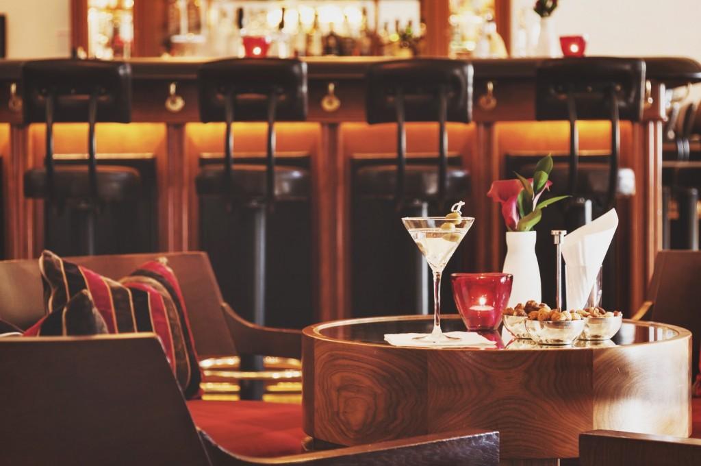 Kempinski-Grand-Hotel-des-Bains-St-Moritz-Lobby-Bar-150-Engadin-Top-Of-The-World-Luxury-Season-Opening-Ski-2015-Disi-Couture-2014