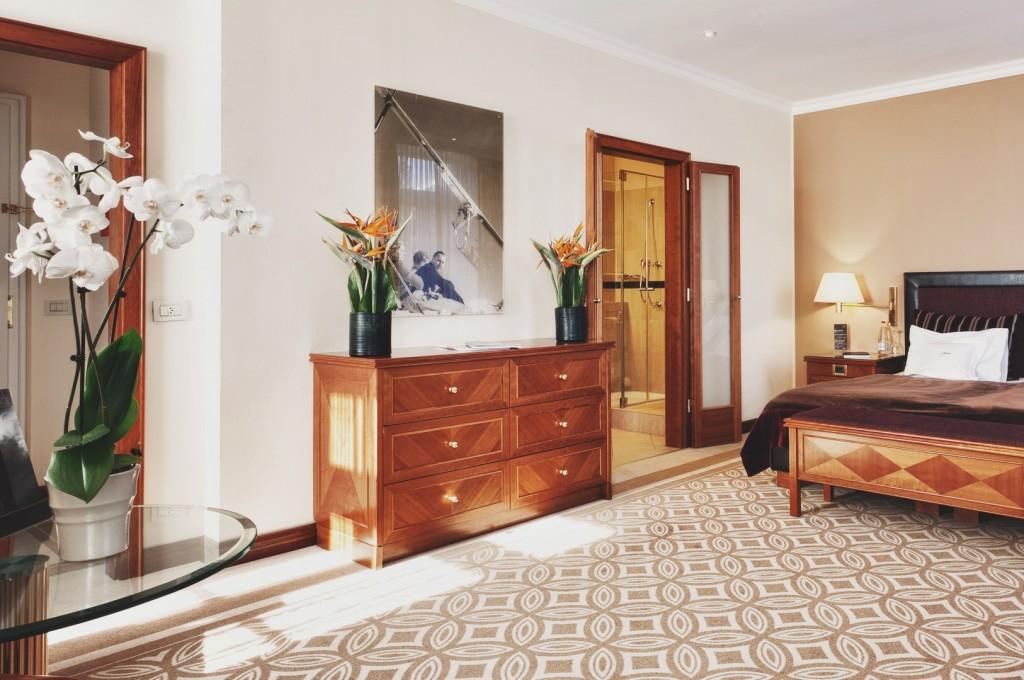 Kempinski-Grand-Hotel-des-Bains-St-Moritz-Lobby-Bar-150-Engadin-Top-Of-The-World-Luxury-Season-Opening-Ski-2015-Disi-Couture-232
