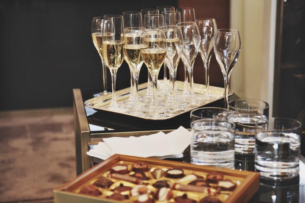 Kempinski-Grand-Hotel-des-Bains-St-Moritz-Lobby-Bar-150-Engadin-Top-Of-The-World-Luxury-Season-Opening-Ski-2015-Disi-Couture-la-perla-09833