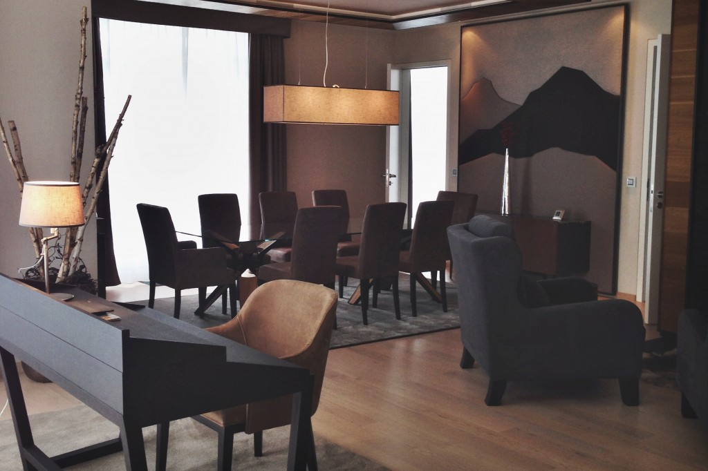 Kempinski-Grand-Hotel-des-Bains-St-Moritz-Lobby-Bar-150-Engadin-Top-Of-The-World-Luxury-Season-Opening-Ski-2015-Disi-Couture-la-perla-Piz-Vadret-0113
