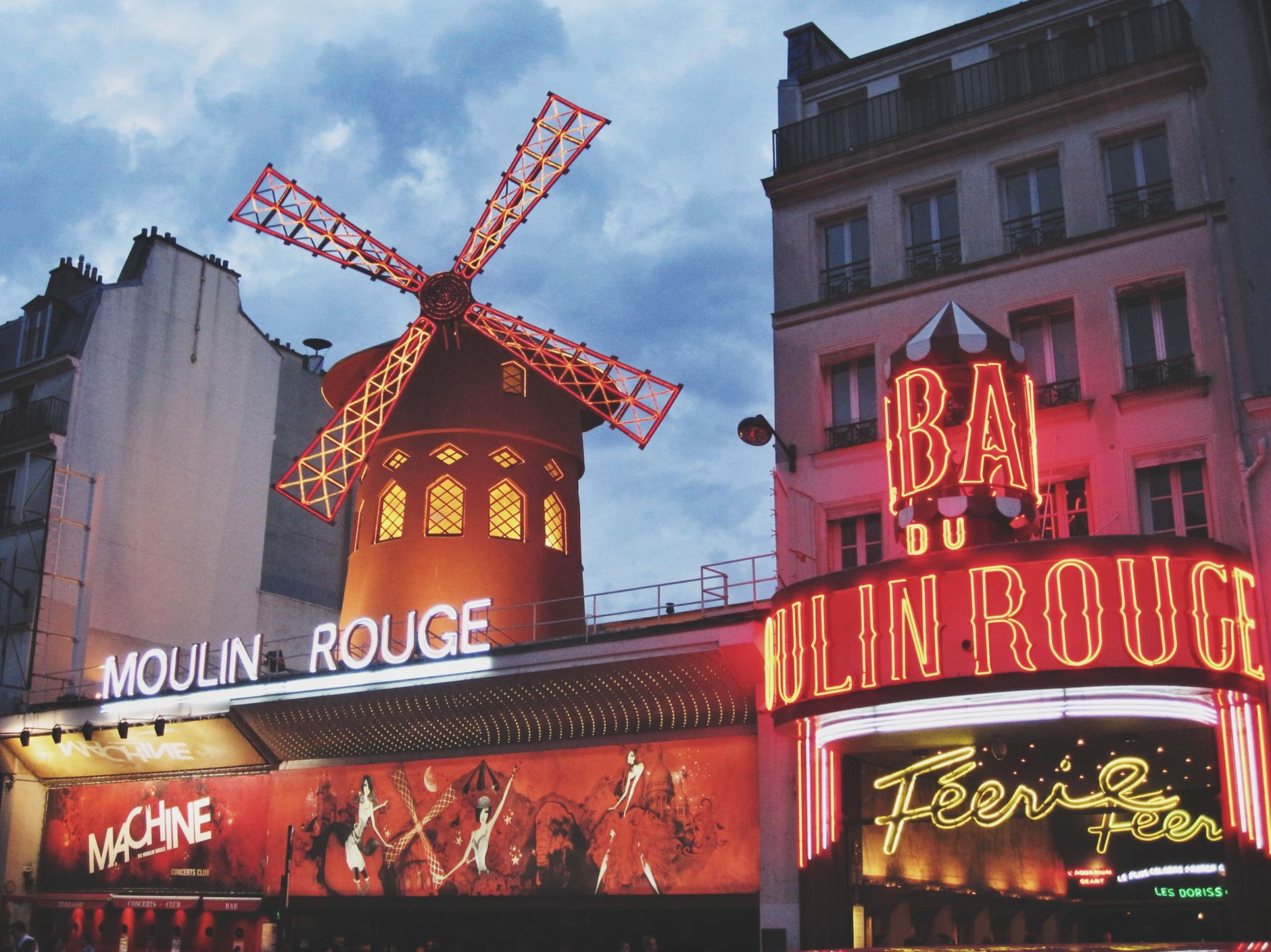 Moulin-Rouge-Paris-Disi-Couture
