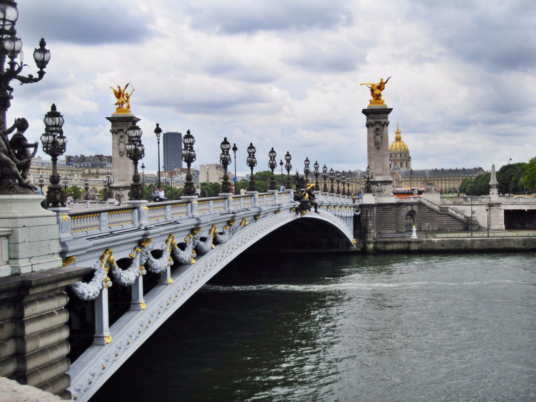 Pont-Alexandre-III-eiffel-tower-river-disi-couture-012