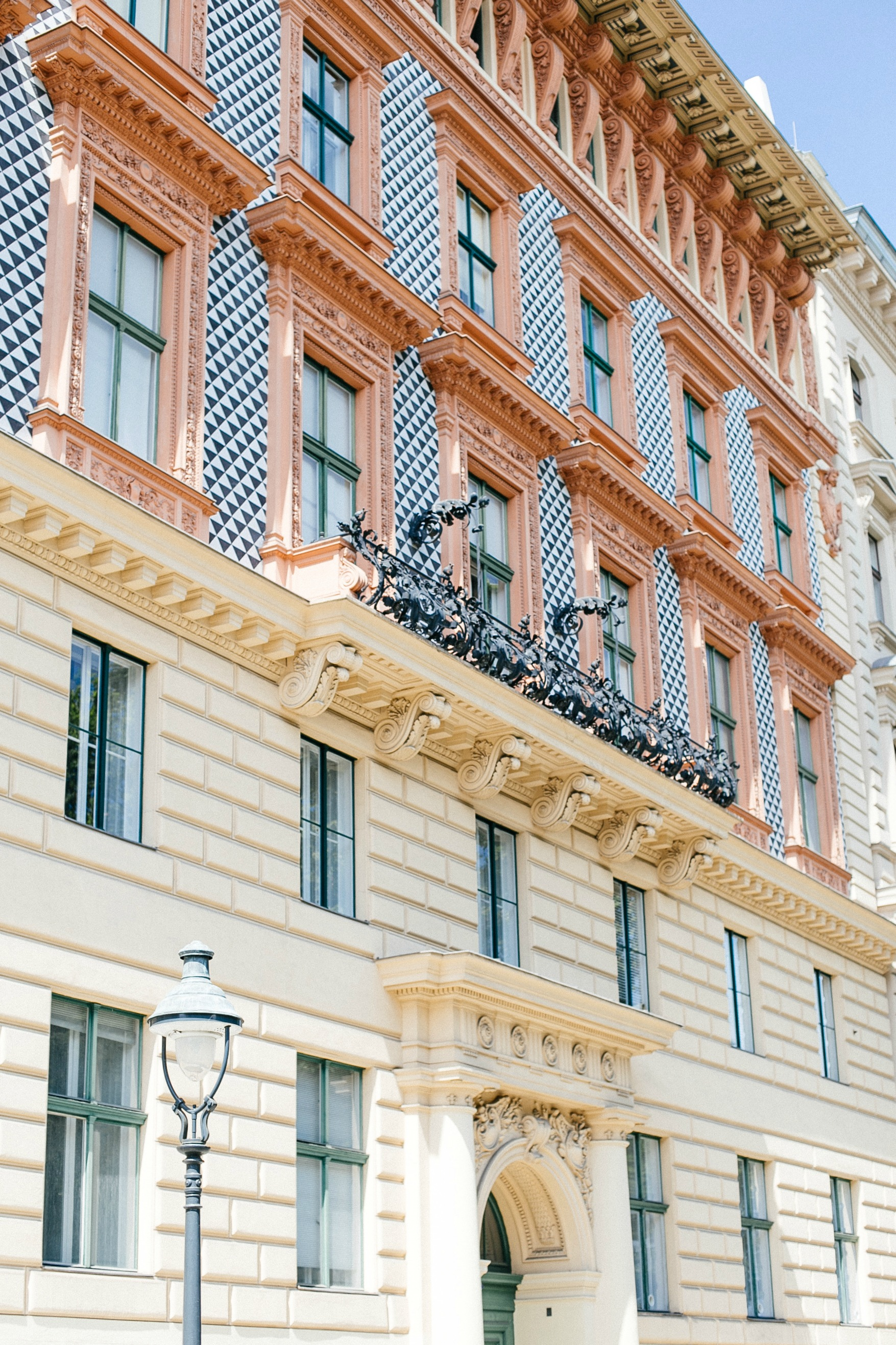 airbnb-hosting-vienna-austria-appartments-for-rent-disicouture-20