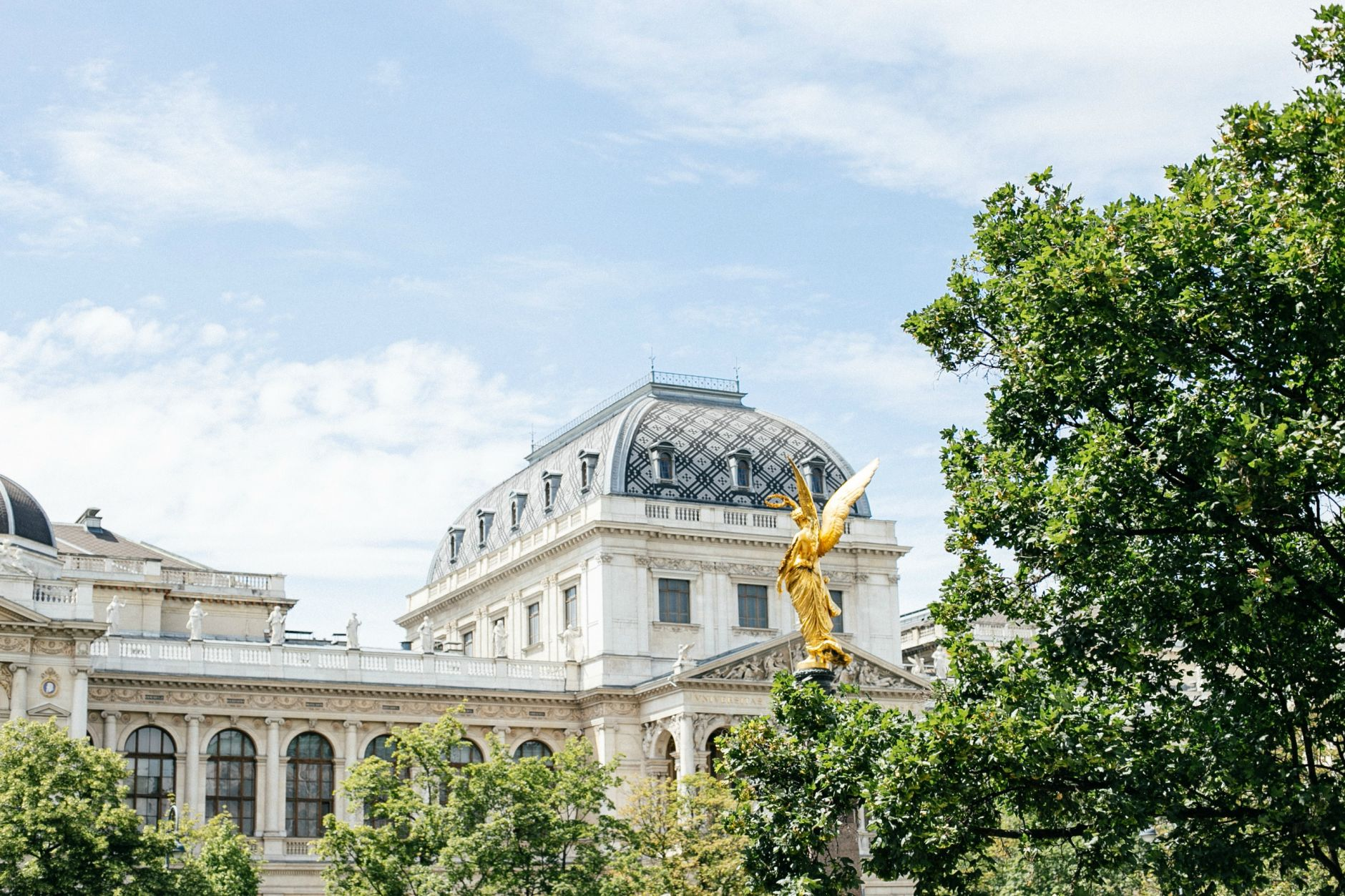 airbnb-hosting-vienna-austria-appartments-for-rent-disicouture-24