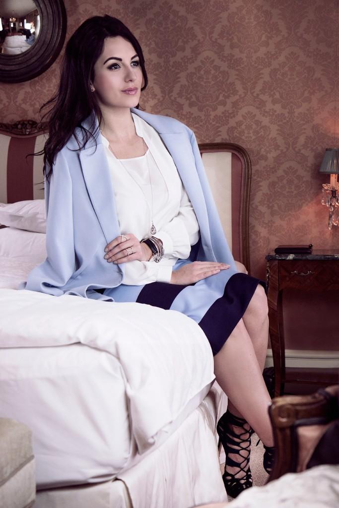 blue-white-madeleine-myns-disi-couture-grand-hotel-wien-2015-03