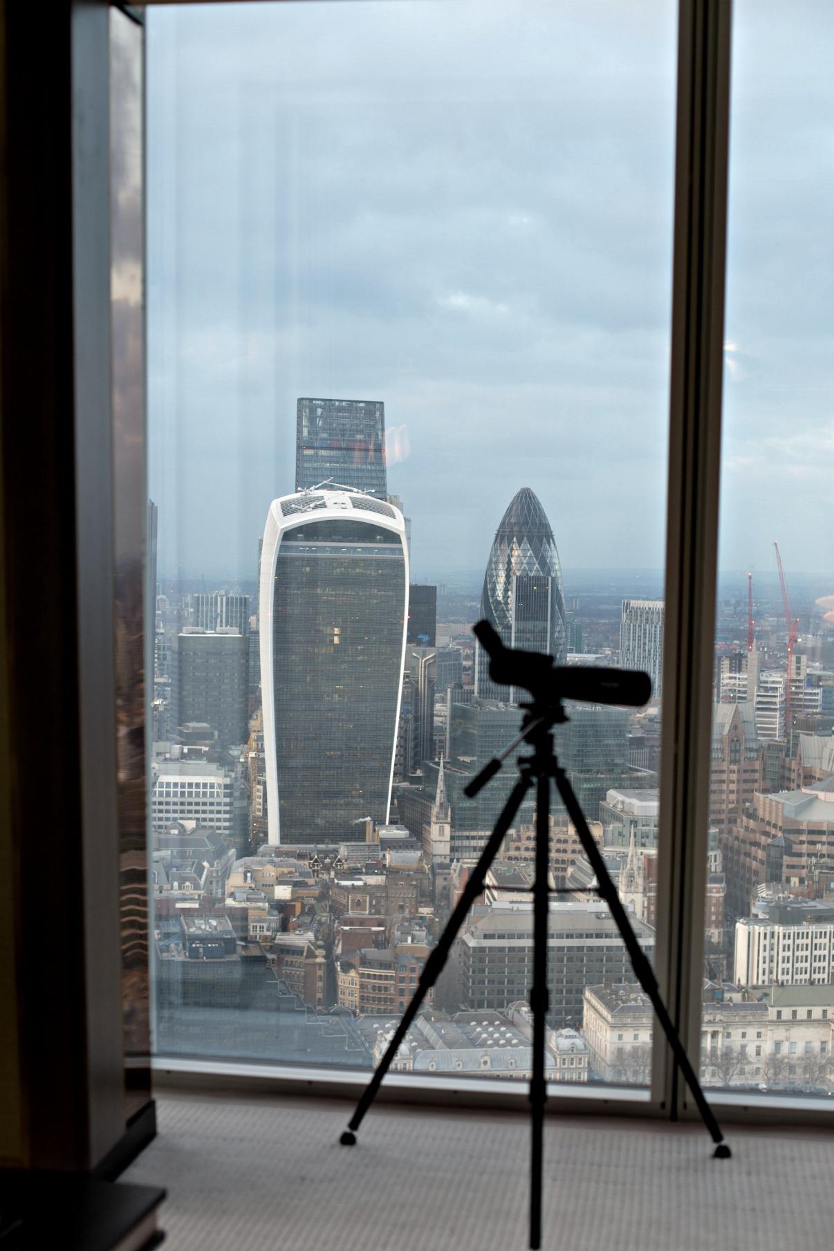 disi-couture-travel-shangri-la-hotel-shard-london-tower-bridge-england-edisa-shahini-05