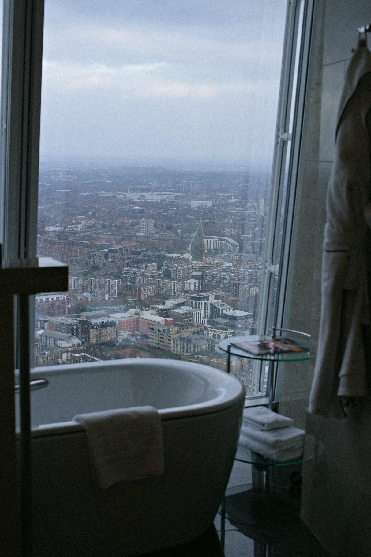 disi-couture-travel-shangri-la-hotel-shard-london-tower-bridge-england-edisa-shahini-07