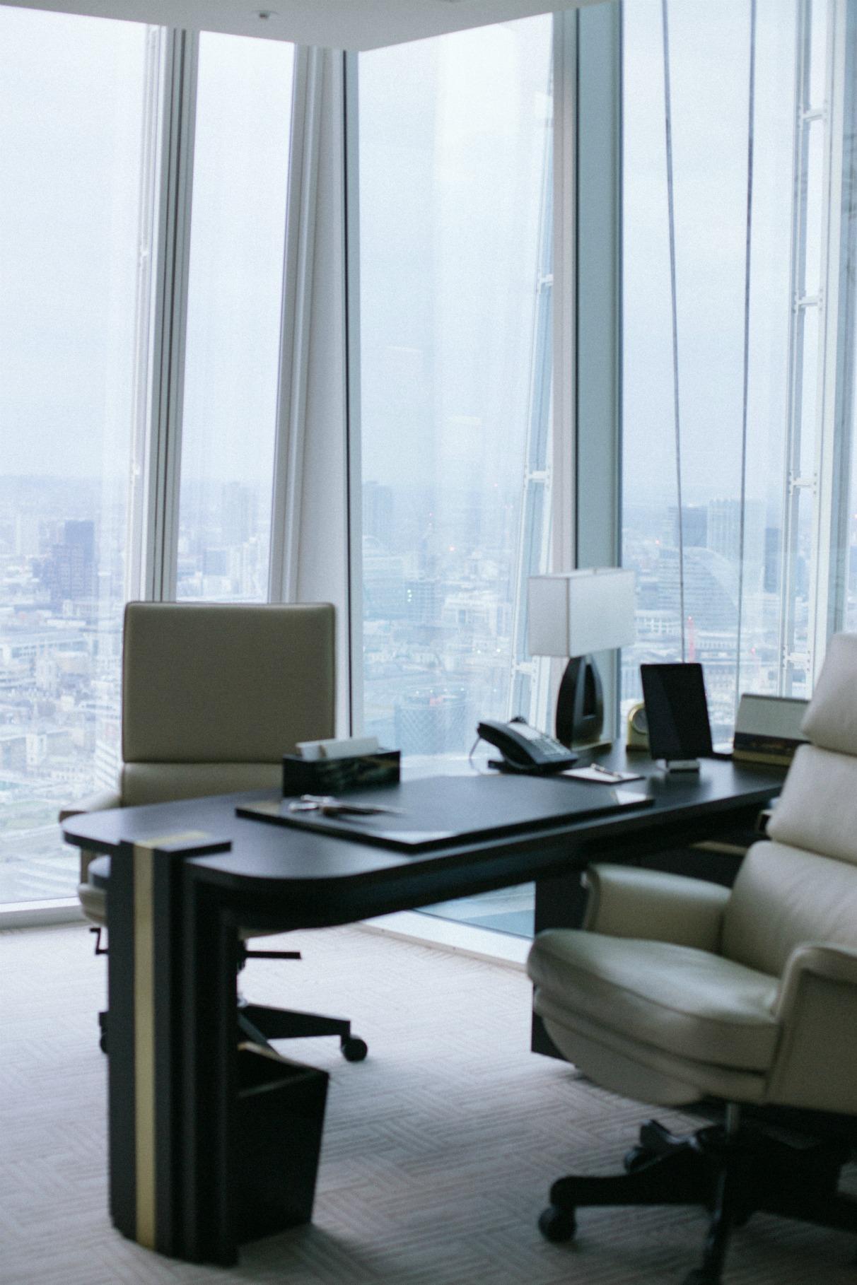 disi-couture-travel-shangri-la-hotel-shard-london-tower-bridge-england-edisa-shahini-11