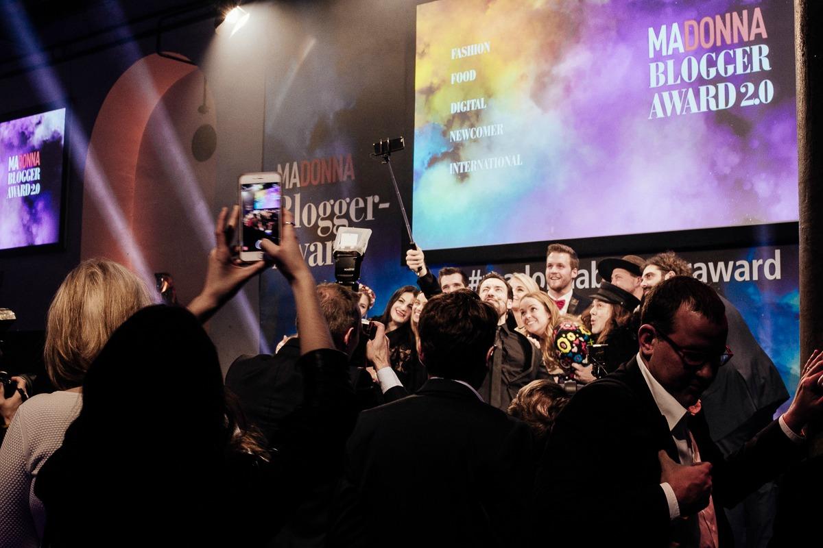 madonna-blogger-awards-2016-edisa-shahini-disi-couture-fashion-blog-10