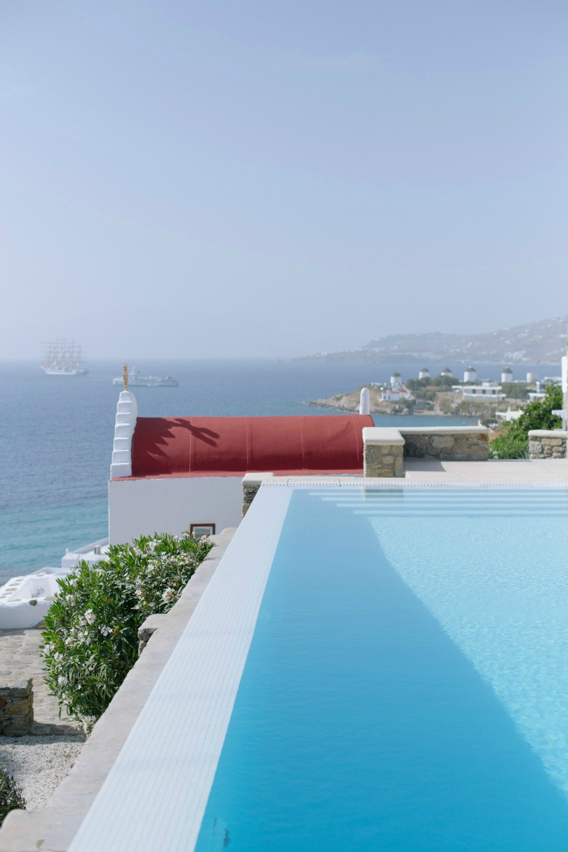 ravel-magical-hotel-bill-coo-in-mykonos-disi-couture-24