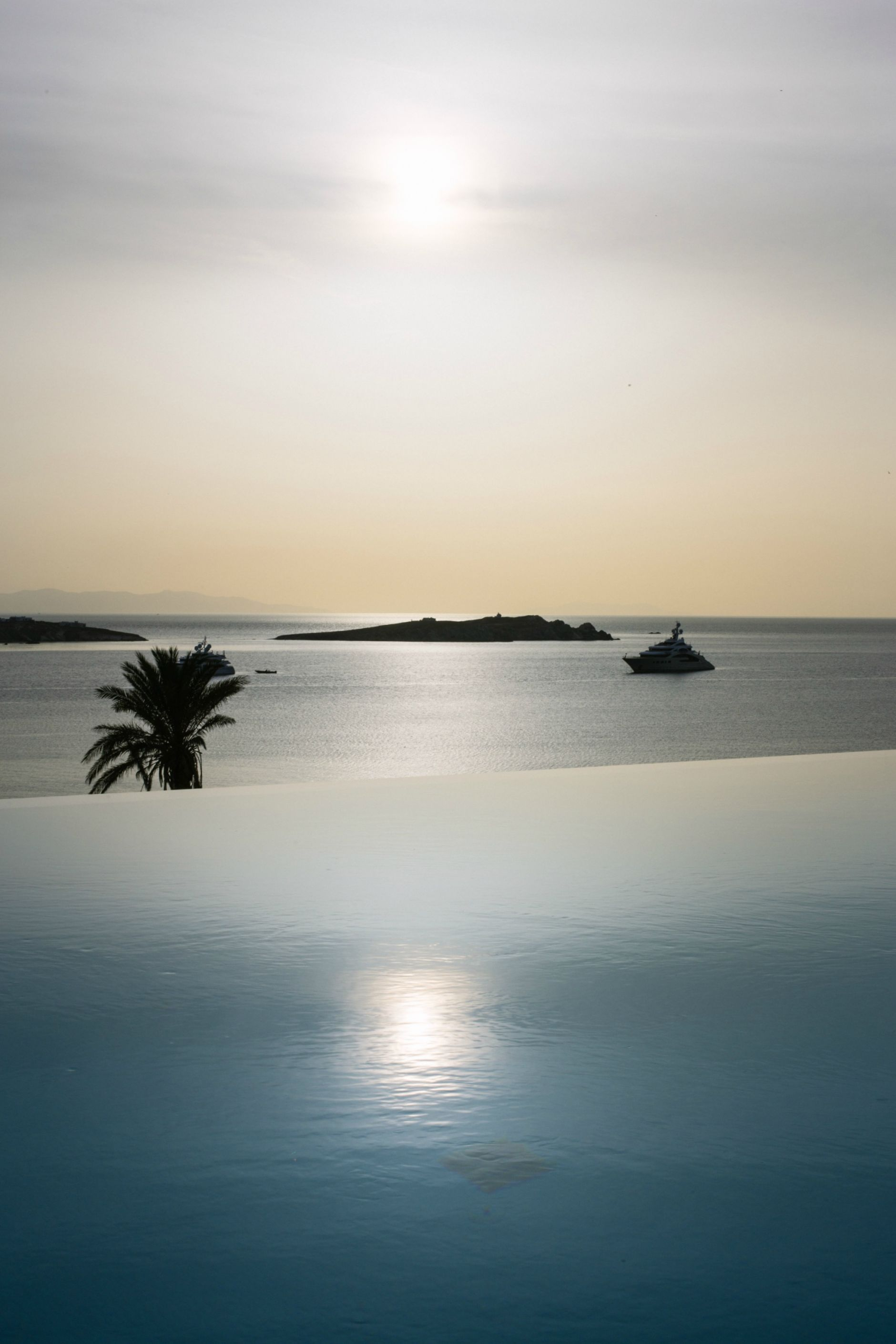 ravel-magical-hotel-bill-coo-in-mykonos-disi-couture-30