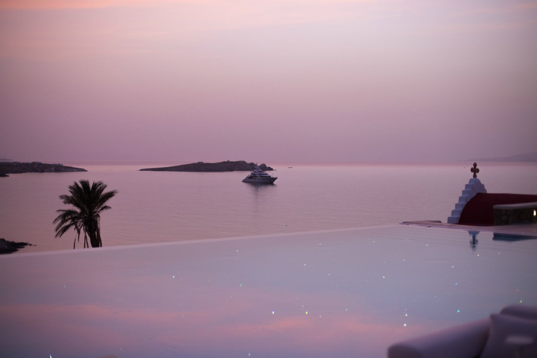 ravel-magical-hotel-bill-coo-in-mykonos-disi-couture-34