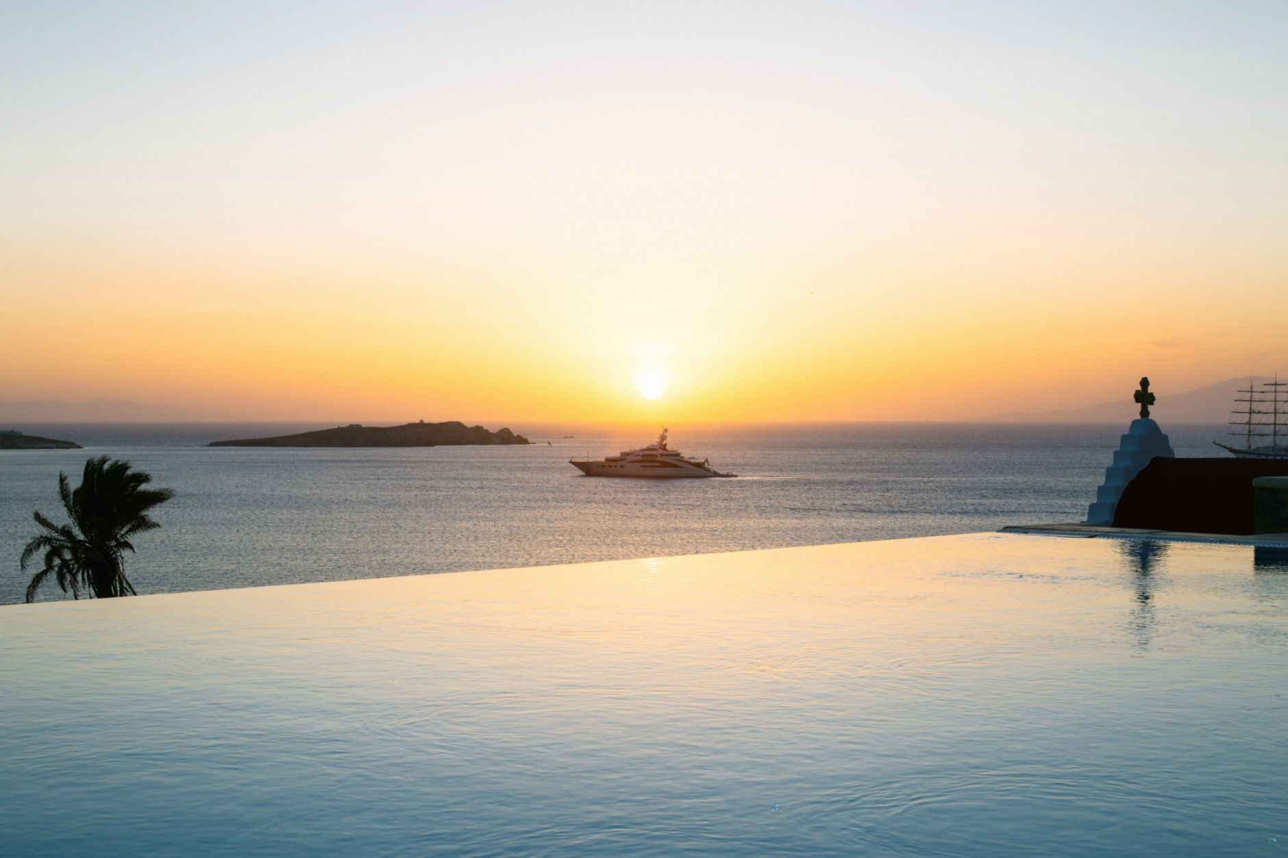 ravel-magical-hotel-bill-coo-in-mykonos-disi-couture-39
