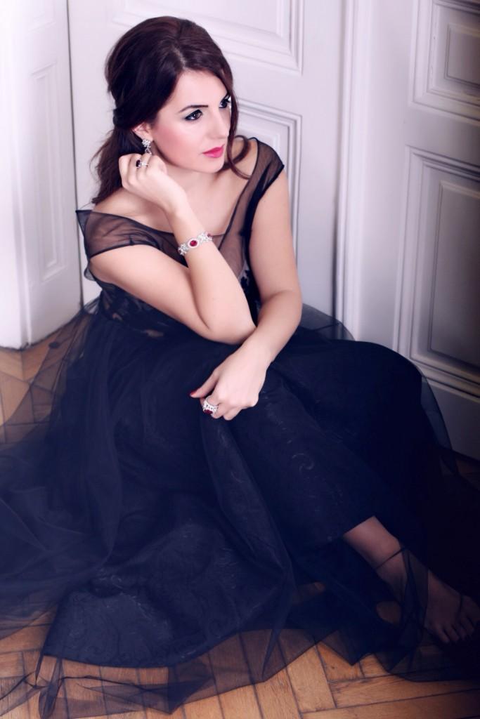 web-zoe-inge-cecka-RUNWAYVIENNA-Ciro-Black-Gown-Holiday-Swason-DisiCouture-009398